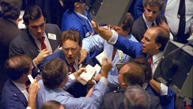 Das Risiko bei Prognosen von Wechselkursen gilt als kaum kalkulierbar, und Händler geraten seit langem immer wieder in den Sog von Panikverkäufen