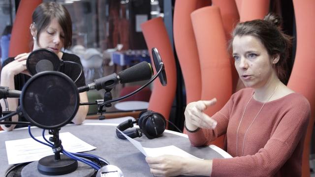 Patricia Banzer (rechts) und Sabine Meyer während den Aufnahmen der neuen Podcastserie von Radio SRF.