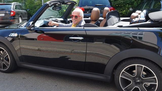 WAM in seinem Cabrio