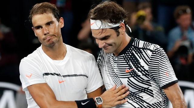 Nadal und Federer nach dem Endspiel in Melbourne.
