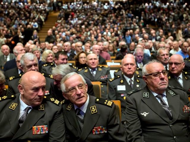 Hohe Militärs an Trauerfeier.