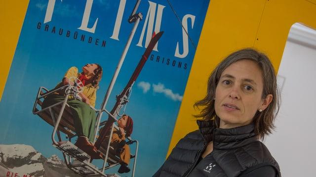 Carmen Gasser- Derungs la menadera artistica da la chasa melna da Flem.