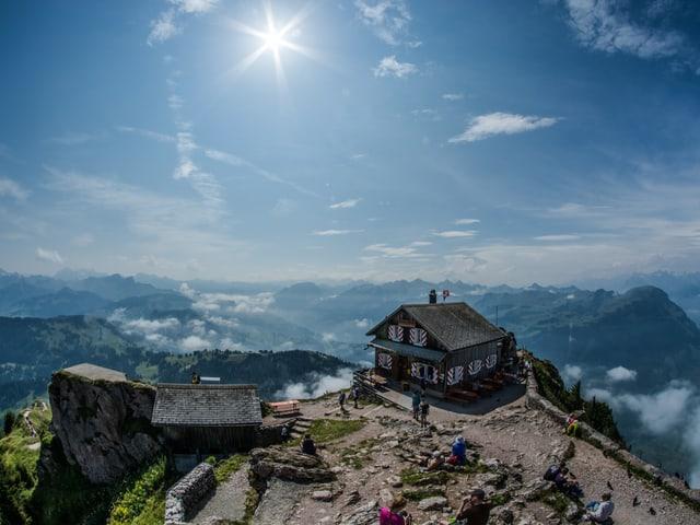 Bergrestaurant mit einigen Wanderer