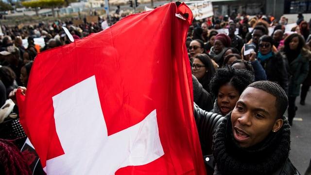 Um cun bandiera svizra.