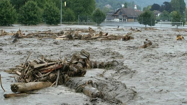 Die reissende Melchaa beim Hochwasser 2005