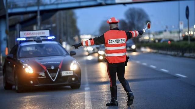 In policist talian fa controllas.