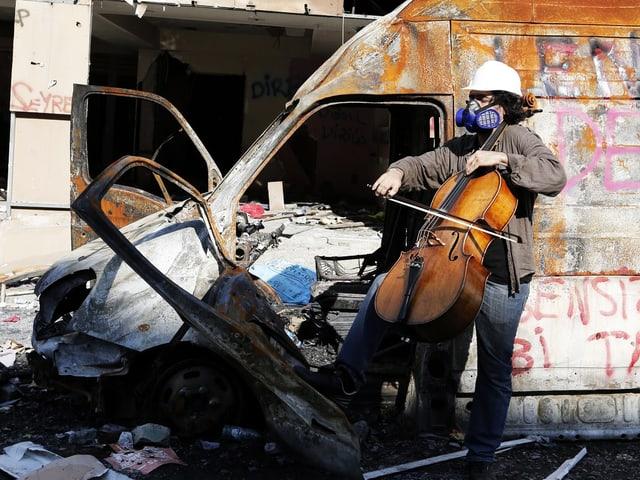 Ein Cellist unterstützte den kreativen Widerstand im Gezi-Park mit seiner Musik.
