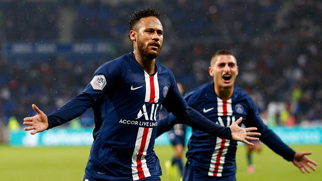 Neymar bejubelt seinen Treffer.