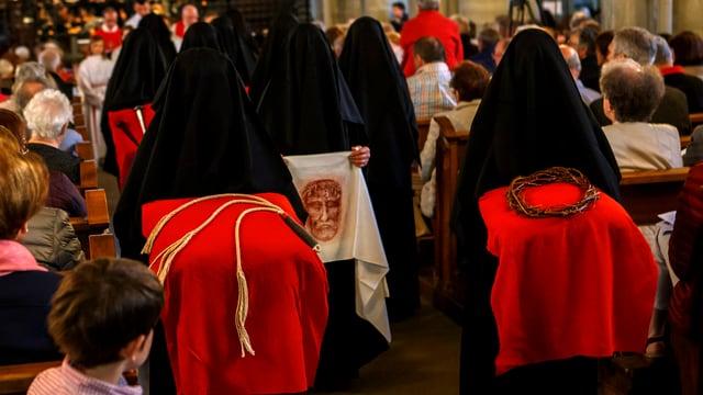 Prozession der Klagefrauen