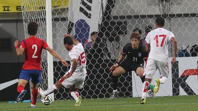 Zouhaier Dhaouadi erzielt das 1:0 für Tunesien.