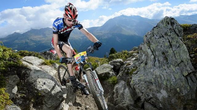 Lucas Buchli en acziun sin il mountainbike.