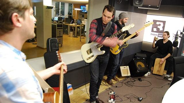 Mo Blanc singen live im SRF 3 Studio.