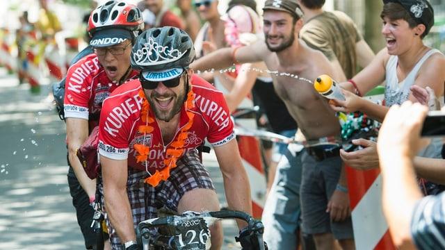 ciclists durant il campiunadi mundial 2013 a Losanna.