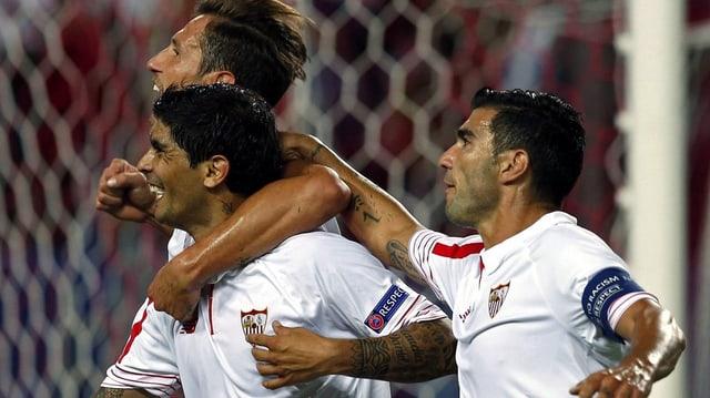 Ils giugaders da Sevilla sa legran da la victoria.