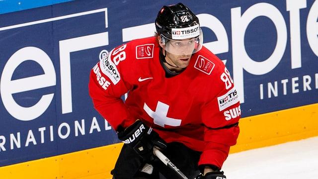 Kevin Romy im Schweizer Trikot auf dem Eis.
