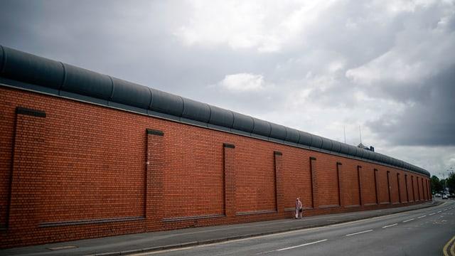 Gefängnismauer von aussen