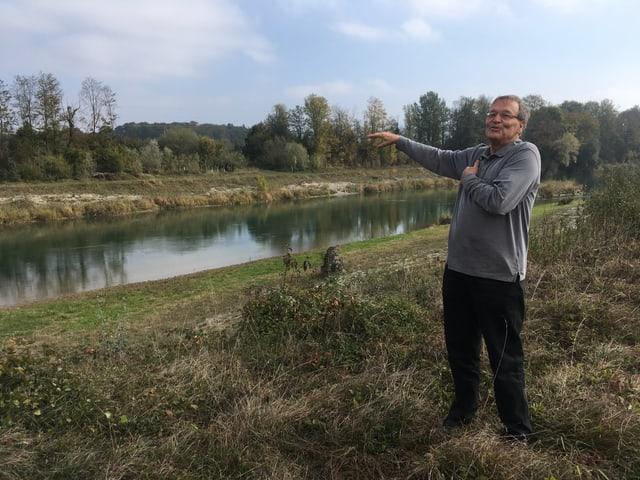 Peter Thomet am Hagneckkanal
