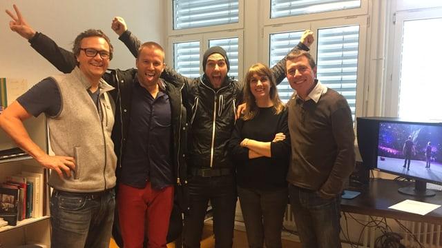 Das Team (v.l.n.r):  Dominik Müller (Kameramann), Jonny Fischer, Manu Burkart, Cécile Welter (Editorin), Christian Rösch (Regisseur)