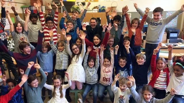 Martin Suters Besuch war auch für die Kinder ein besonderes Ereignis.
