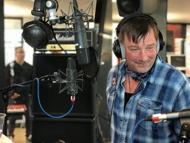George live im Studio