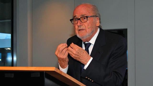 Sepp Blatter am Rednerpult.