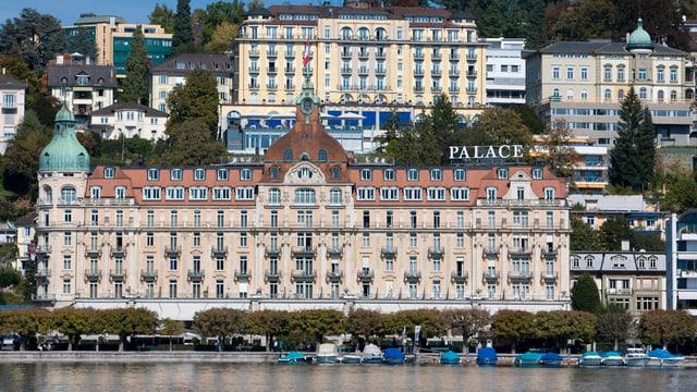 Das Hotel Palace am Luzerner Seebecken
