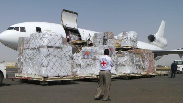 Furniziun da nutriment tar l'eorport a Sanaa.