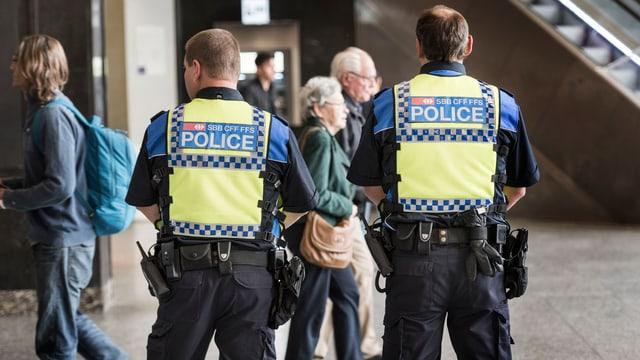 Transportpolizisten im Einsatz im Bahnhof Bern.