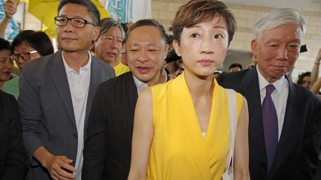 Die «Demokratie»-Anführer Chan Kin-man, Benny Tai, Tanya Chan und Chu Yiu-ming (v.l.n.r.) auf ihrem Weg in den Gerichtssaal.