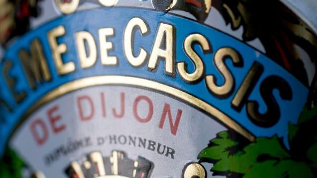 Ettikette einer Flasche Crème Cassis de Dijon