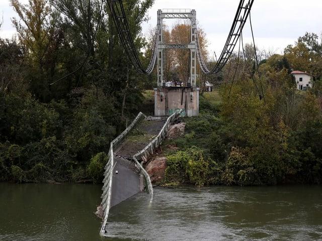 Eingestürzte Brücke nördlich von Toulouse.
