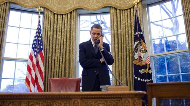 Obama am Telefon.