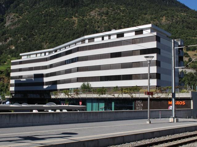 Die Überbauung Brückenweg in Visp.