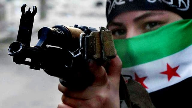 Kämpferin der Freien Syrischen Armee in Syrien.