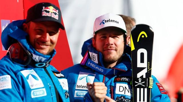 Ils Norvegiais Aksel Svindal (san.) e Kjetil Jansrud pon sa legrar dals plazs da podest.