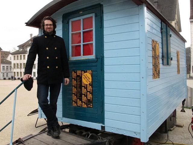 Festivalchef Nico Feer vor «dem kleinsten Kino der Welt».