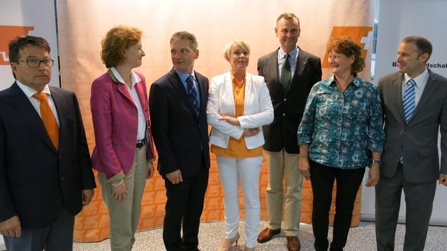 Die sieben Kandidierenden als Gruppe.
