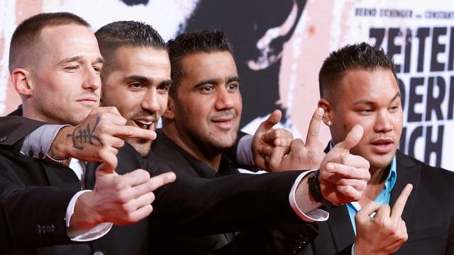Bushido (Zweiter von links) neben seinem ehemaligen Freund und Geschäftspartner Arafat Abou Chaker (Zweiter von rechts).