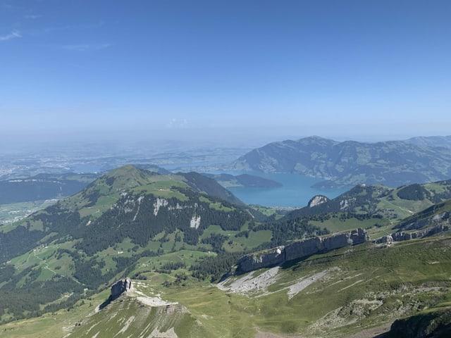 Blick vom Gipfel Brisen über den Vierwaldstättersee.