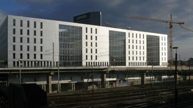Fassade des Jacob Burckhardt Haus am Basler Bahnhof SBB