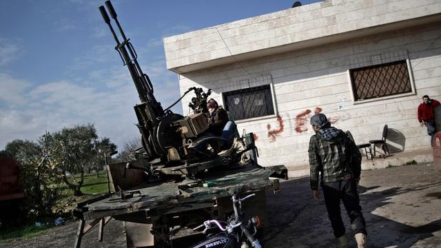 Syrische Rebellen in der Nähe von Idlib, Syrien.