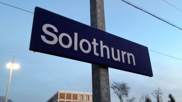 Bahnhofsschild Solothurn