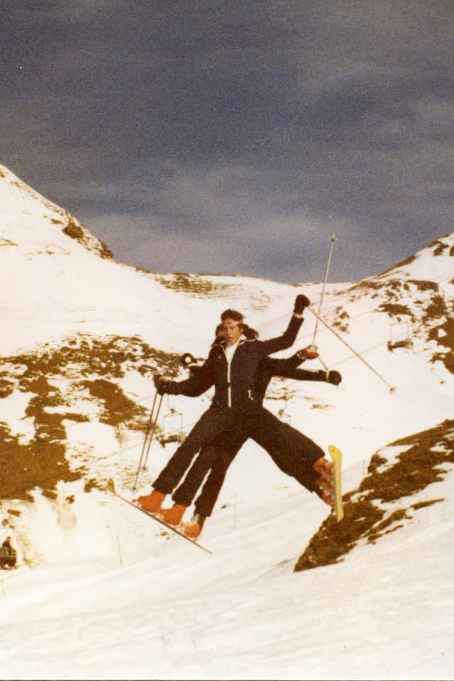 Il trio da skis. Trais frars ord il Oberland Bernais vulevan attrair l'attenziun cun lur ski cun trais liadiras. E qua valeva il principi d'anzianitad: Davant il vegl e davos il giuven.