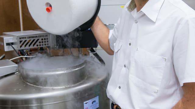 Ein Stickstofftank für die Reporduktionsmedizin.