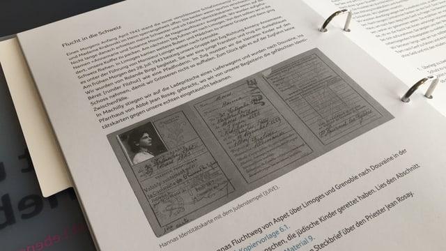 Ringordner mit Text und Bild
