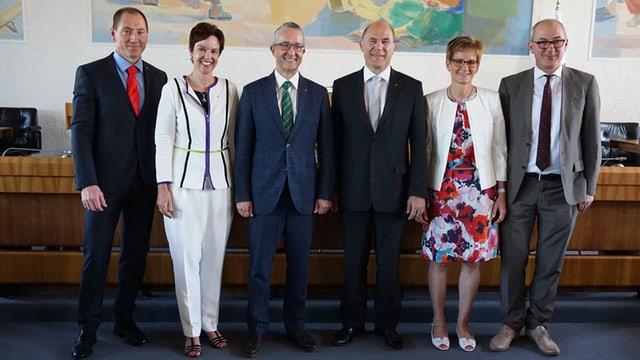 Peter Vetter (links) zusammen mit den Mitglieder der Baselbieter Regierung.