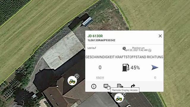 Ein Ausschnitt von Google Maps mit einem Fenster, das Informationen zu einem Traktor zeigt. Wo er sich befindet, wie voll der Tank ist ...