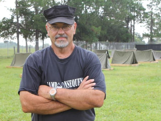 Ein Porträt von Glenn Ellison. Er ist Gründer eines der Erziehungscamps.