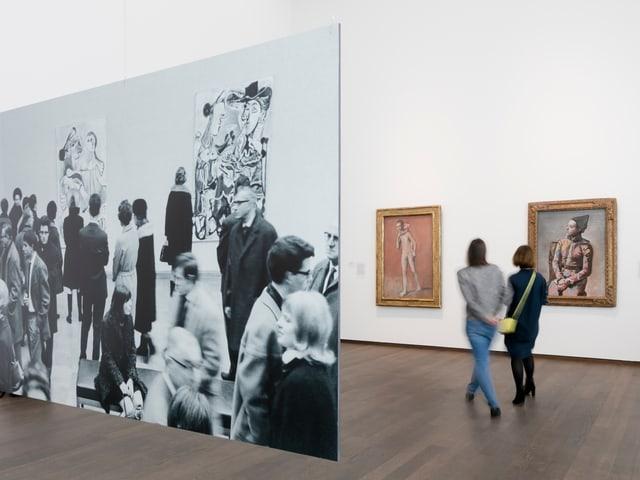 Blick in den Ausstellungsraum des Kunstmuseums Basel. Man sieht Picassobilder