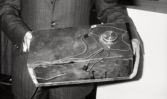Einer der Sprengstoffkästen, die für die Bombenattentate verwendet wurden.